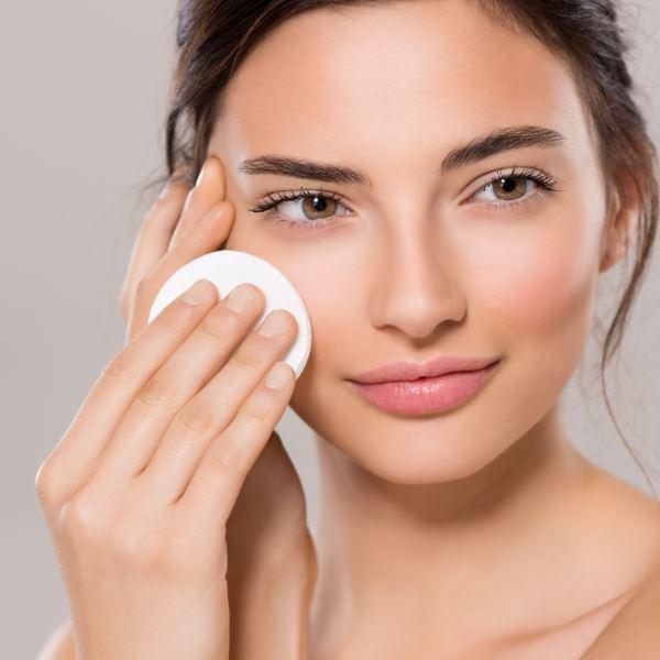 mamaearth vitamin c face toner for tightens open pores