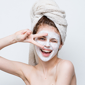 vitamin c face mask  for Firms & Brightens Skin