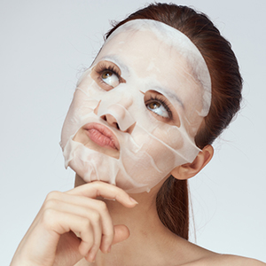Mamaearth Hyaluronic Bamboo Sheet Mask Reduces appearance Of Pores