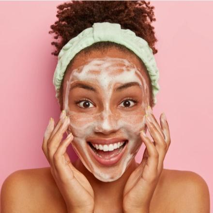 mamaearth retinol face wash fights signs of aging